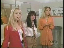Beverly-Hills-90210-Old-Cast-Pale-Skin-Kelly-Taylor-Brenda-Walsh-Donna-Martin-Jenni-Garth-Shannen-Doherty-Tori-Spelling