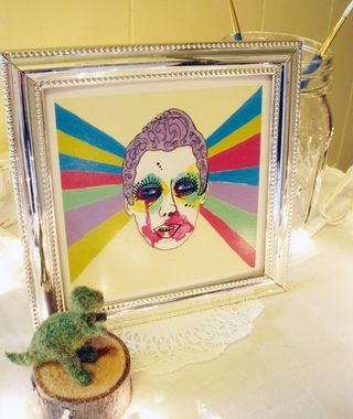Simone framed web