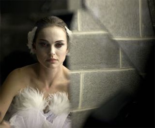 Black-swan-movie-0