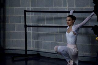 Black-swan-movie-photo-05-550x366